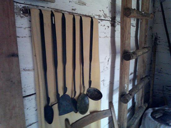 1800 Era Kitchen Utensils Stow Amp Tellu