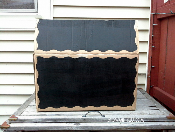 How to make a diy gift box with chalkboard paint and a cardboard box | stowandtellu.com