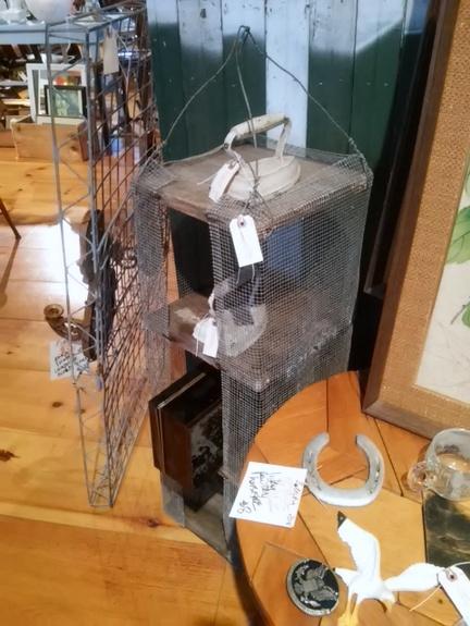 wire-mesh-vertical-planter-shelf