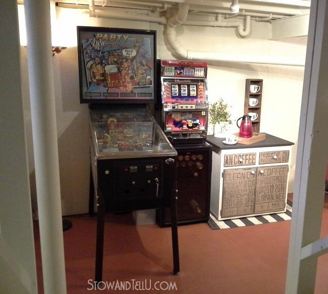 diy-burlap-game-room-decor-http://www.stowandtellu.com