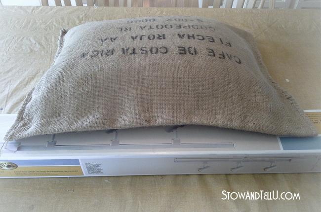 no-sew-burlp-pillow-http://www.stowandtellu.com
