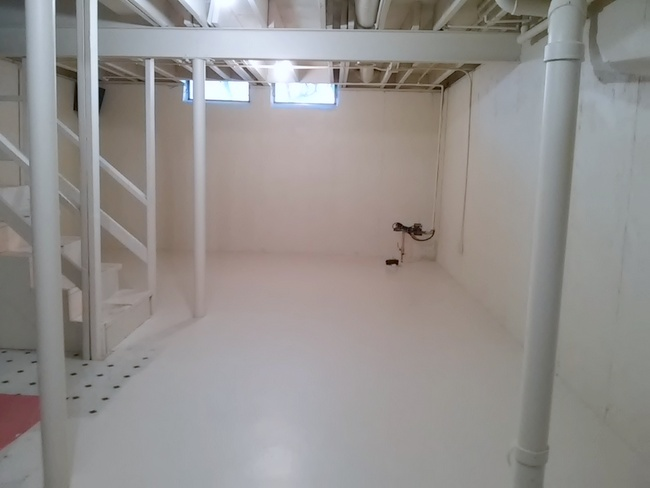 vinyl-basement-floor-primed