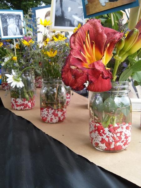 fish-tank-gravel-in-mason-jars-table-decor-stowandtellu