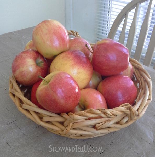 basket-apples
