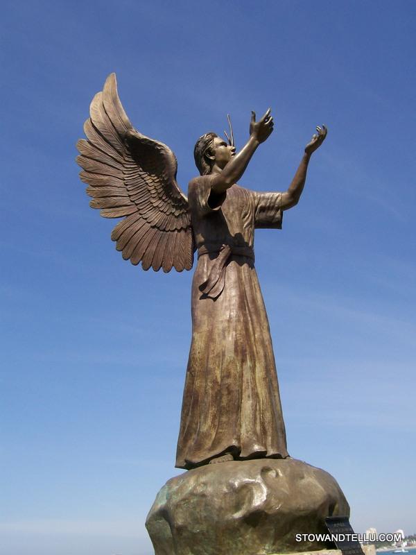 angel-statue-el-malecon