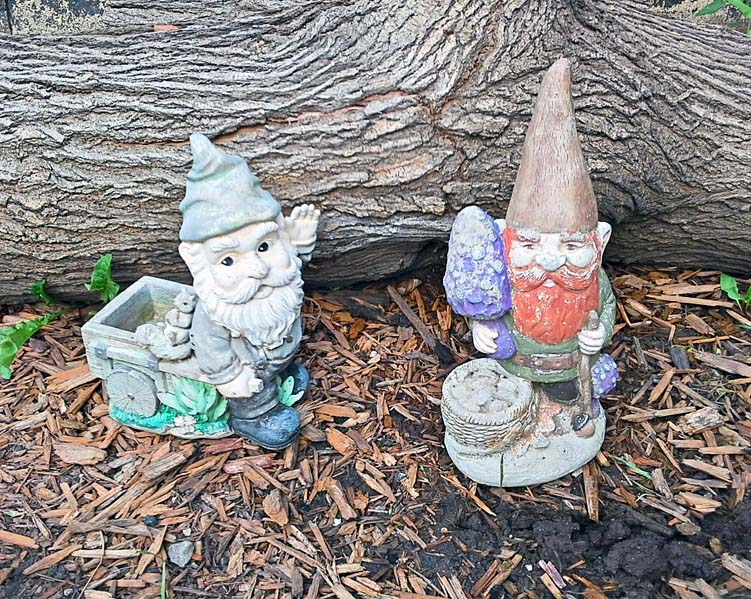 garden gnomes yard ornaments