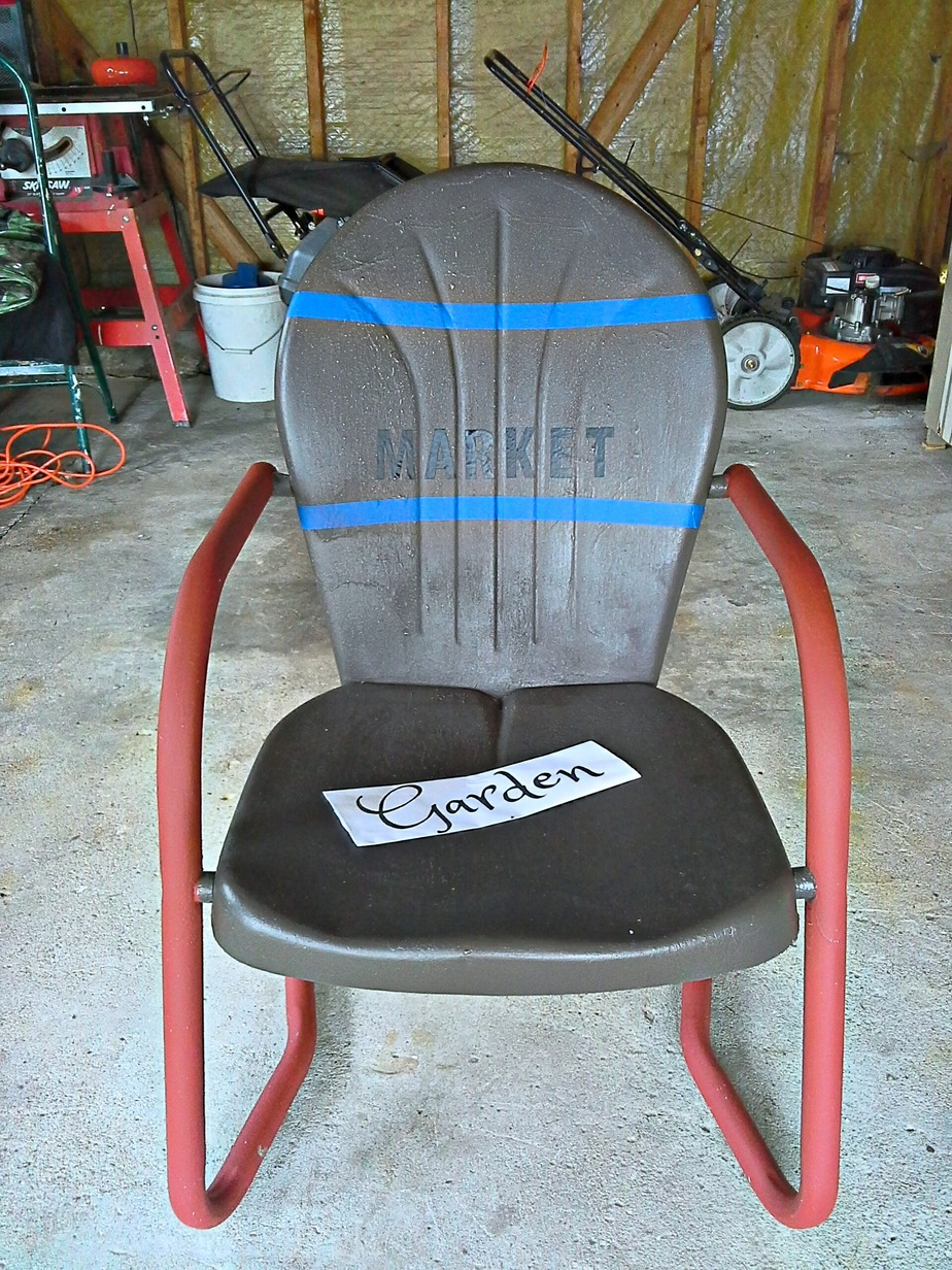 How to paint sign on metal chair - StowAndTellU.com