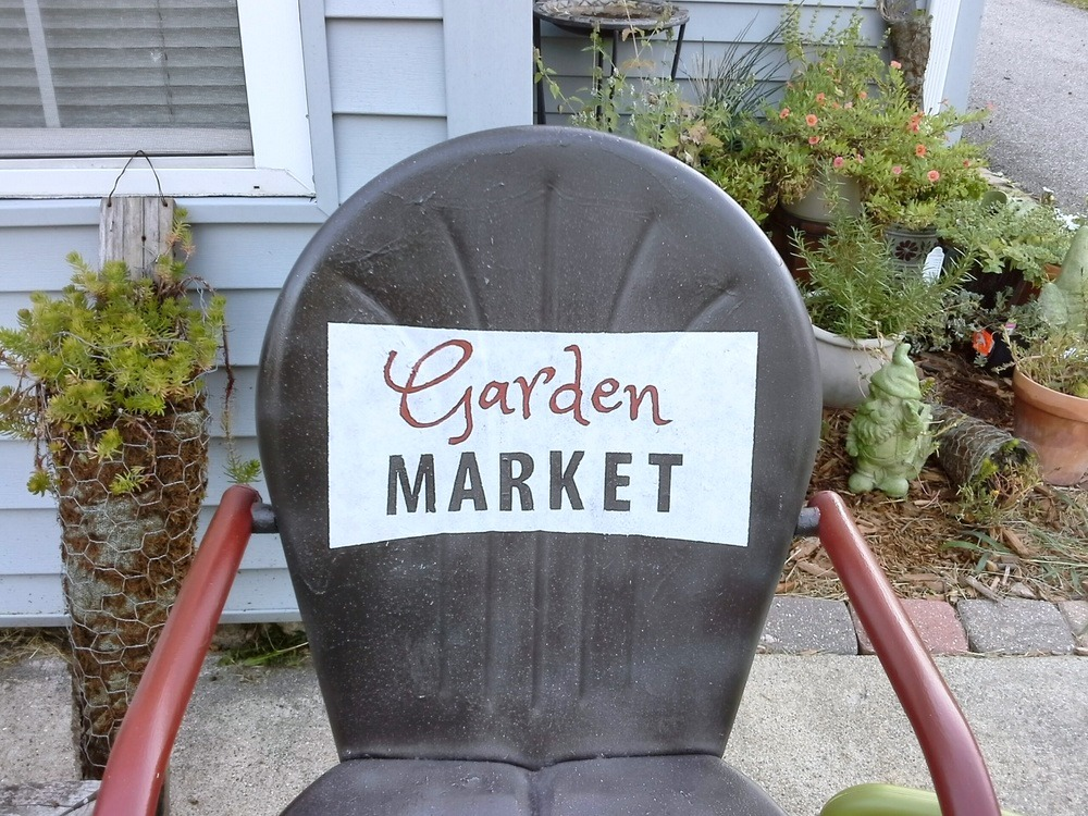 How to paint sign on shell back vintage metal chair - StowAndTellU.com