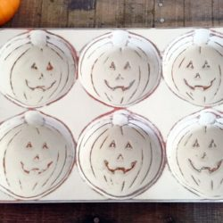 distress-painted-pumpkin-baking-tins-stowandtellu