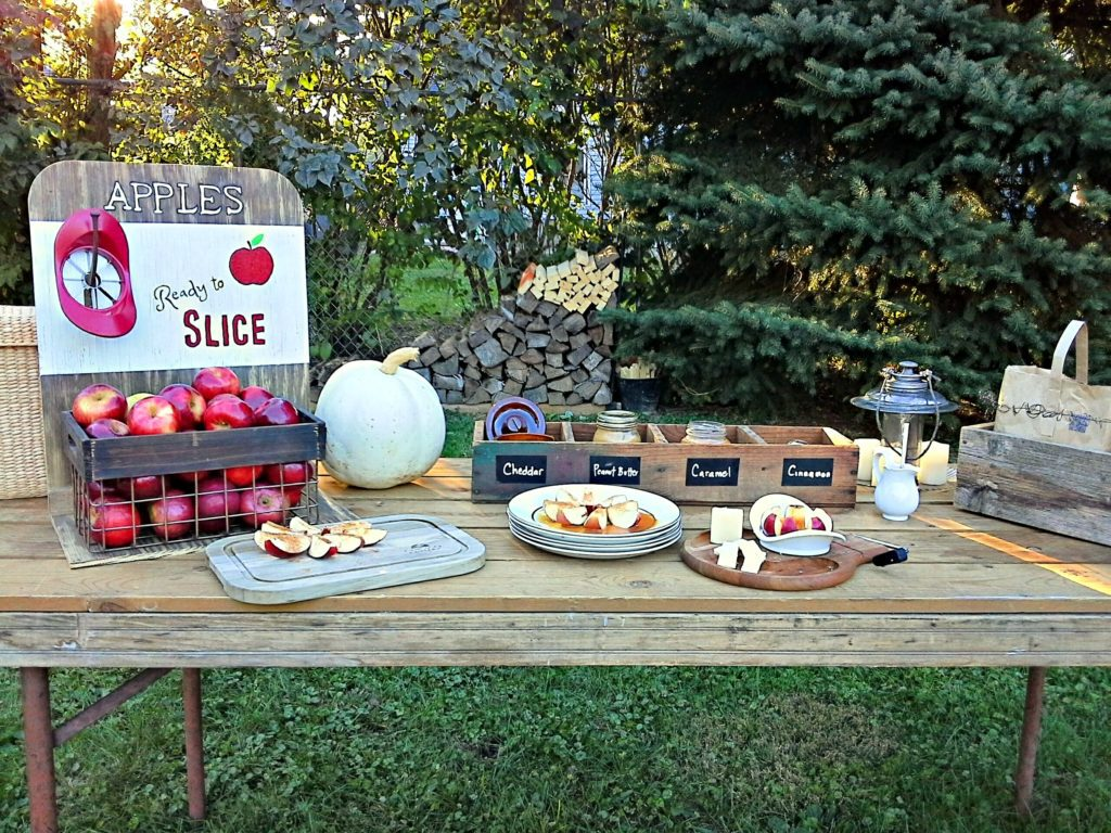 DIY Apple Party Bar | StowandTellU.com