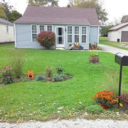 Simple front yard update with new flower bed and mail box garden | StowandTellU.com