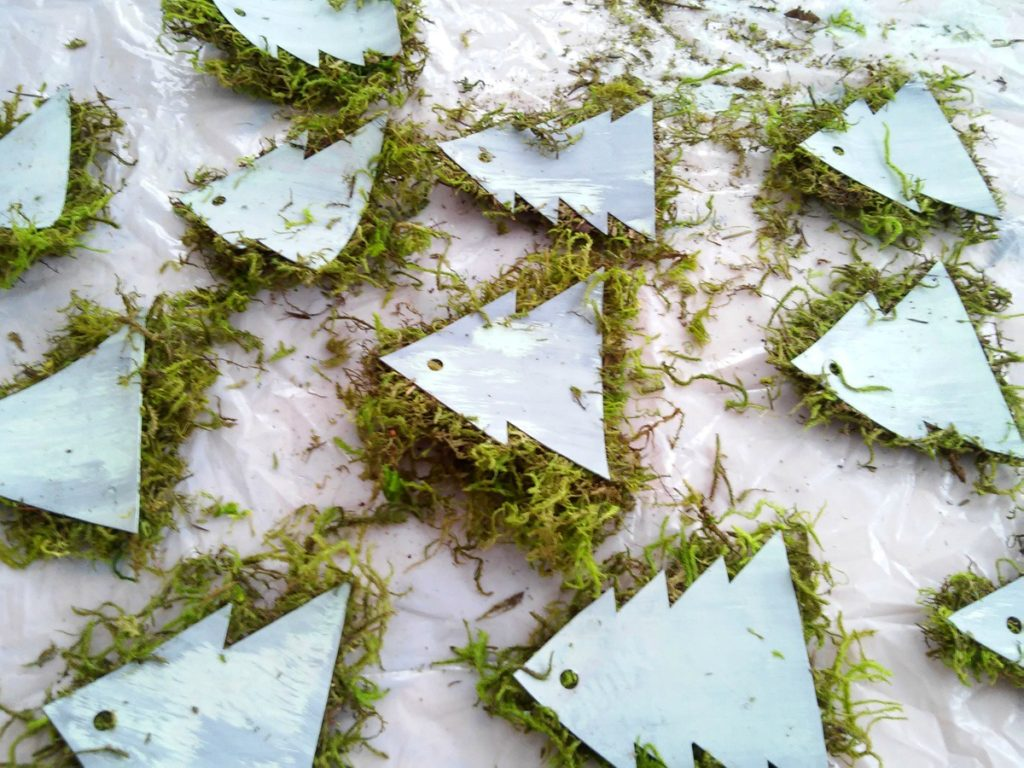 mossy-christmas-tree-ornaments-diy