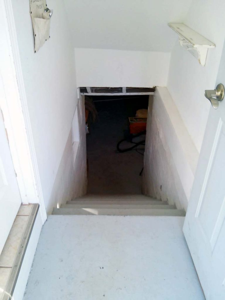 stairwell-entry-before-paint