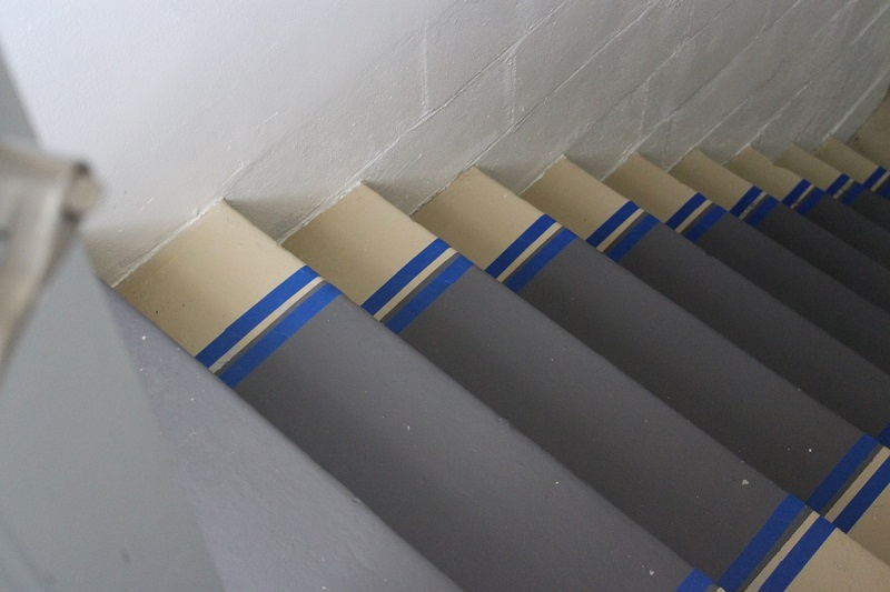 taping-stairs-painted-stair-runner-edge