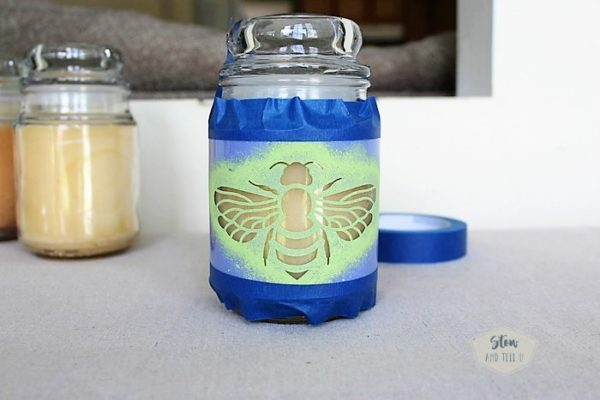 how-to-stencil-bee-jar-candle | stowandtellu