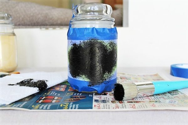 paint-bee-stencil-jar