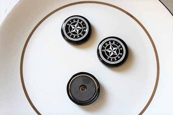 Barbecue sauce bottle cap magnet