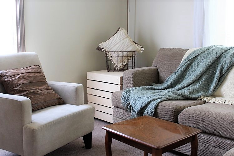 space-saver-side-table-as-coffee-table