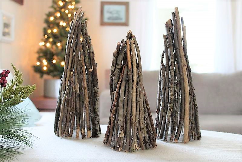 DIY Teepee Christmas Tree made with branches | stowandtellu.com