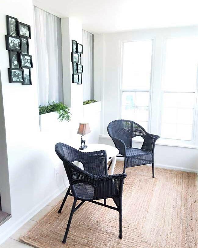 Black wicker chairs on sun porch | stowandtellu.com