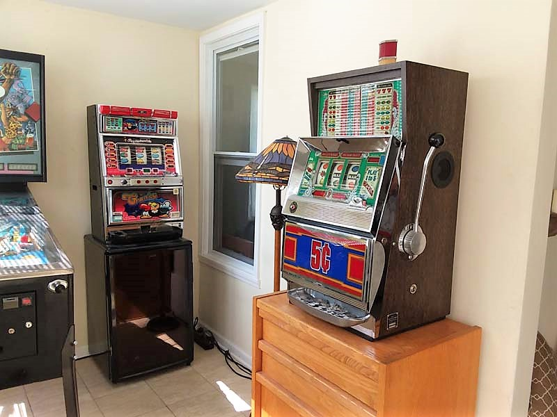small-arcade-room-before-room-makeover