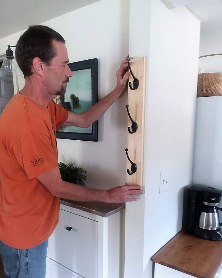 Diy Wall Mounted Vertical Coat Rack With Hooks
