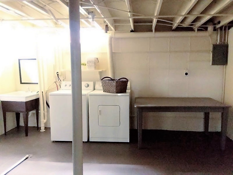 small-budget-laundry-room-in-basement