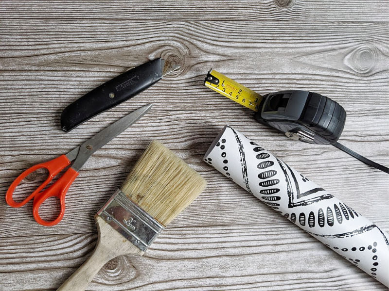Tools for wallpapering furniture