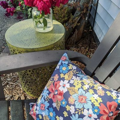 Outdoor-Ready DIY Distress Painted Metal Table
