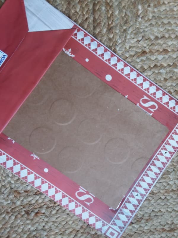 DIY-Christmas-sign-from-gift-bag