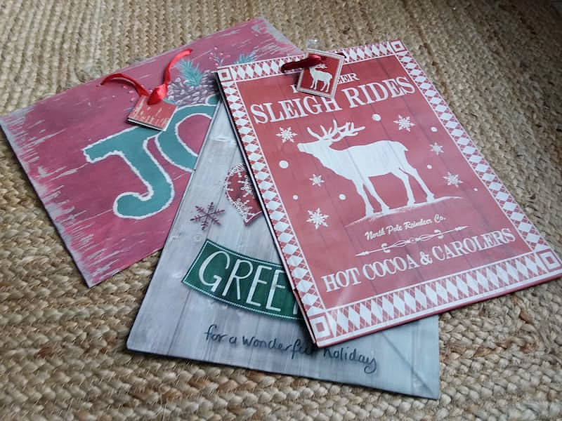 DIY-Christmas-sign-gift-bags